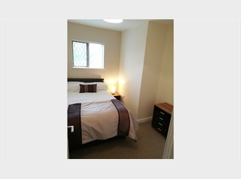 EasyRoommate UK - Double room in an excellent town centre house - Rotherham, Rotherham - £325