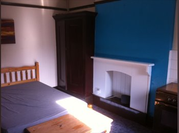 EasyRoommate UK - Room with shared bathroom. - Derby, Derby - £260