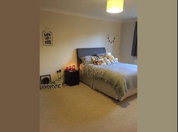 EasyRoommate UK - Large Doub ensuite frm10th £350 utilities in - Pudsey, Leeds - £350