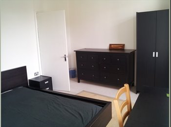 EXTRA LARGE & NICE DOUBLE ROOM IN HAMMERSMITH