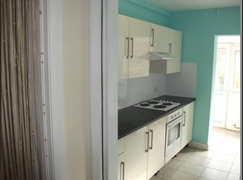 EasyRoommate UK - 4 Double Bedroom Student Property in Chester - Warrington, Warrington - £361