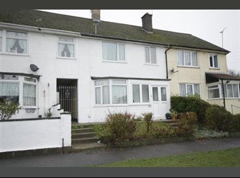 EasyRoommate UK - Single room to rent in privately owned house - Cosham, Portsmouth - £368