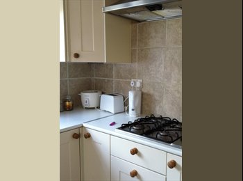 EasyRoommate UK - Large fully refurbished 6 Dble Bed Student House - Northam, Southampton - £310