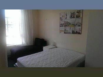 Very nice room in Bedhampton Road, North End