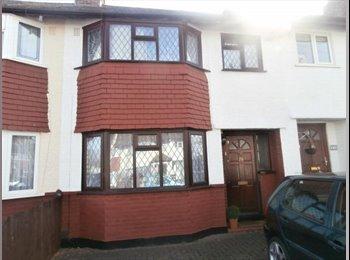 EasyRoommate UK - Room for Rent - Worcester Park, London - £450