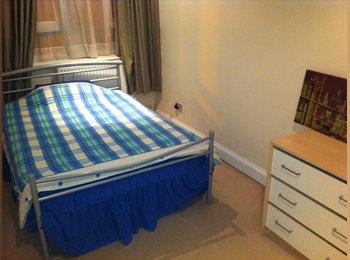 EasyRoommate UK - ROOM TO LET WITHIN PROFESSIONAL FLAT SHARE WATFORD - Watford, Watford - £550