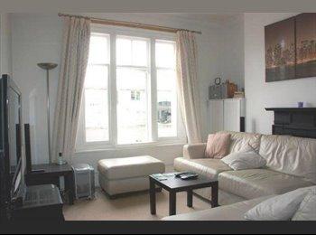 Spacious Double Bedroom - Menton Mansions