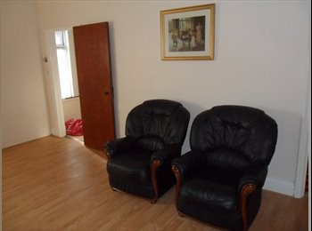 EasyRoommate UK - huge 4 bed apartment - Hillfields, Coventry - £300
