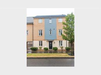EasyRoommate UK - New Luxury Double Room with En-Suite. - Hampton, Peterborough - £495