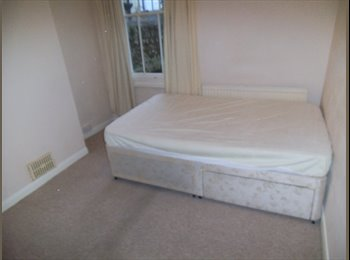 Double Room in central Hove House