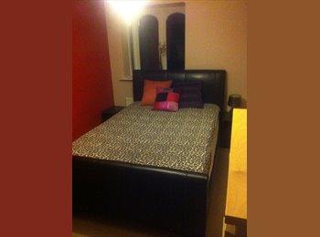 EasyRoommate UK - Large double room - Crawley, Crawley - £500