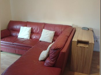 EasyRoommate UK - Furnished room available near to business park - Hatfield, Hatfield - £400