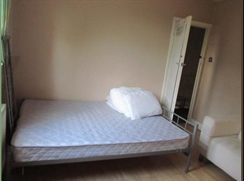 Double bedroom for rent near Beckton DLR station.