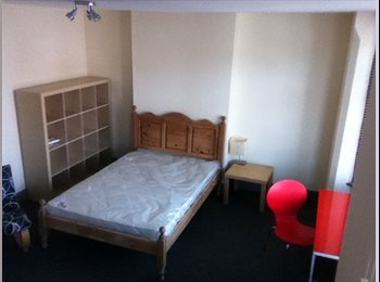 EasyRoommate UK - Be the first to enjoy this newly refurbished house - Nottingham, Nottingham - £325