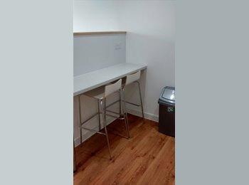 EasyRoommate UK - fully-furnushed studio flat - Hillhead, Glasgow - £760