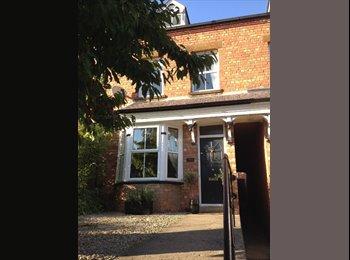 EasyRoommate UK - Double room and en suite nr Banbury town centre - Banbury, Banbury - £500