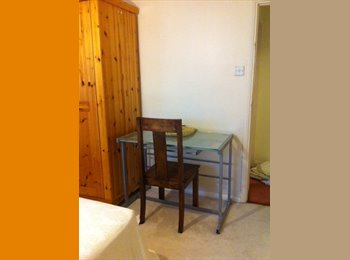 EasyRoommate UK - Double Room to rent in Tolworth - Tolworth, London - £550