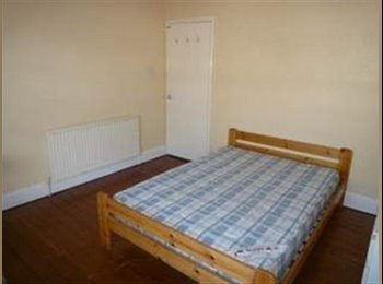 EasyRoommate UK - 1/2 Student Rooms at Bulwer Road LE2 3BU - Knighton, Leicester - £303