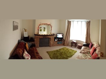 Double room in cosy home - £225