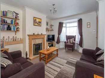 EasyRoommate UK - THREE BEDROOMS AVAILABLE IN COSY HOUSESHARE - Stoke-on-Trent, Stoke-on-Trent - £300