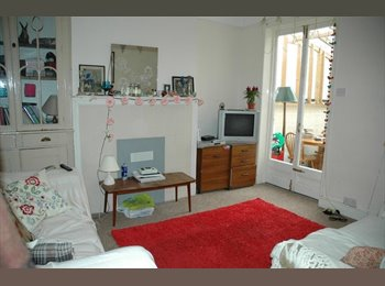 EasyRoommate UK - Room available in student house. - Bath, Bath and NE Somerset - £350