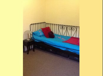 EasyRoommate UK - Professional female wanted to house share - Chesterfield, Chesterfield - £350