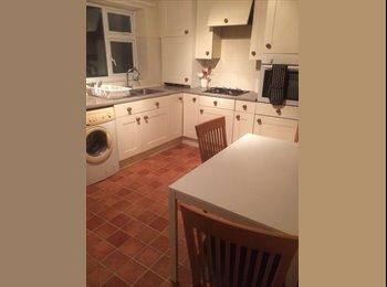 EasyRoommate UK - 3 Large Double Rooms available in St. Paul's - Cheltenham, Cheltenham - £275