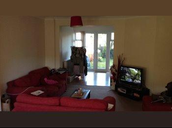 EasyRoommate UK - Double room in 2 bed house (Buddy up) - Bishop's Stortford, Bishop's Stortford - £600