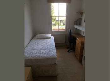 EasyRoommate UK - single room in nice shared house - Cowley, Oxford - £370