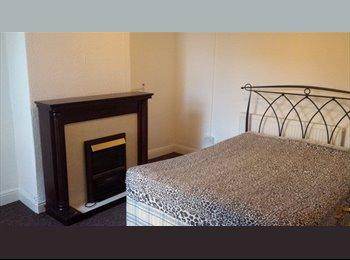 EasyRoommate UK - Room in Swinton, asap - Swinton, Salford - £250