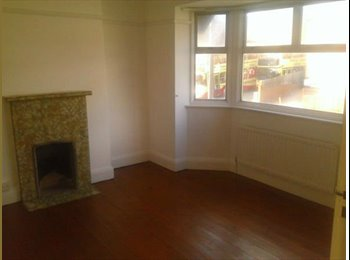 EasyRoommate UK - Large bright double room in student houseshare - Brighton, Brighton and Hove - £325