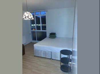 LARGE TWIN/DOUBLE ROOM IN BAYSWATER