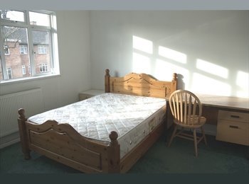 EasyRoommate UK - Beautiful Fully Furnished Double Room - Elephant and Castle, London - £850