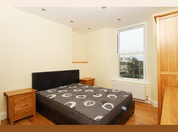 EasyRoommate UK - Furnished en-suite bedroom in professional house - Mutley, Plymouth - £520