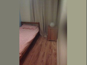 EasyRoommate UK - 2 single rooms available , females only  - Basildon, Basildon - £280
