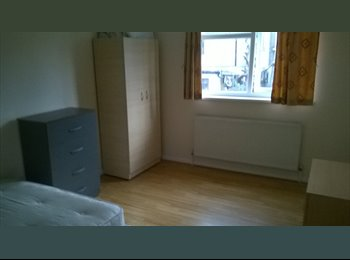 Spacious Room to Rent on Stratford High Street