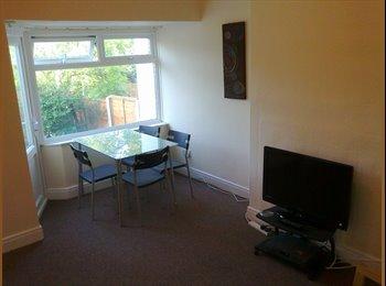 EasyRoommate UK - Female flatmate wanted in a cozy 3 bed house. - Selly Oak, Birmingham - £299