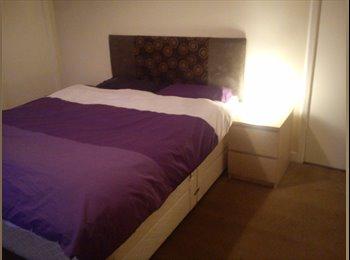 EasyRoommate UK - HOUSEMATE WANTED - DOUBLE ROOM - Edinburgh Centre, Edinburgh - £445