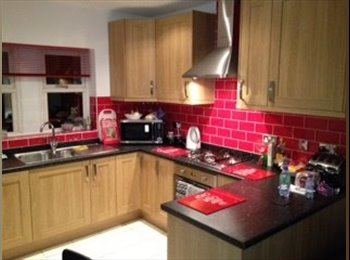 EasyRoommate UK - LARGE EN SUITE DOUBLE ROOM - Westcroft, Milton Keynes - £525