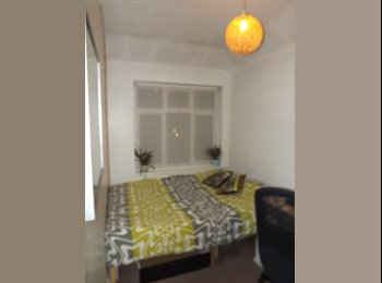EasyRoommate UK - Tidy double room in modern property - Sydenham, London - £520