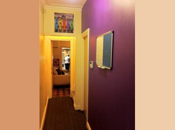 EasyRoommate UK - Free room in friendly, refurbished Carberry Place - Hyde Park, Leeds - £300