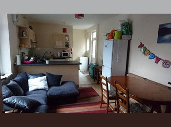 EasyRoommate UK - No agency fees - 8 bed house - Cardiff, Cardiff - £299