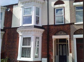 EasyRoommate UK - Beautiful Shared House - 1 Single Room remaining - West Marsh, Grimsby - £280