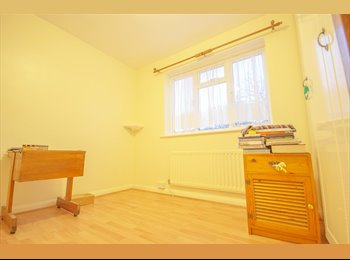 EasyRoommate UK - Five rooms to rent in Large House in Beckenham! - Beckenham, London - £550