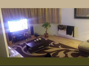 EasyRoommate UK - MODERN LARGE DOUBLE ROOM - Watford, Watford - £600