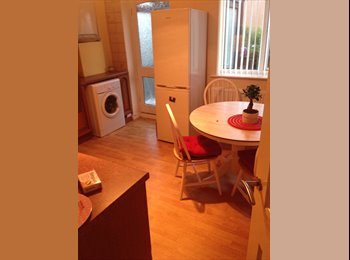 EasyRoommate UK - Double room for rent. - Bramley, Leeds - £320