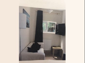 EasyRoommate UK - Lovely spacious 3 Bedroom House - Southsea, Portsmouth - £367