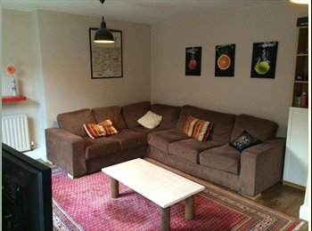 EasyRoommate UK - Large double room in spacious Brixton/Oval flat - Stockwell, London - £610