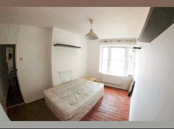 EasyRoommate UK - Double Room Within 7 mins walk to Liverpool Street - Whitechapel, London - £850