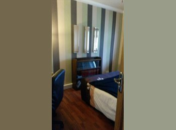 EasyRoommate UK - Double Bedroom to rent, Mon-Fri only, professional - King's Heath, Birmingham - £350